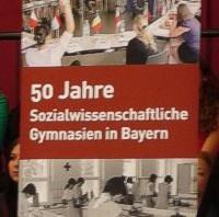50 Jahre sozialwissenschaftliches Gymnasium in Bayern – ein Zweig feiert Geburtstag